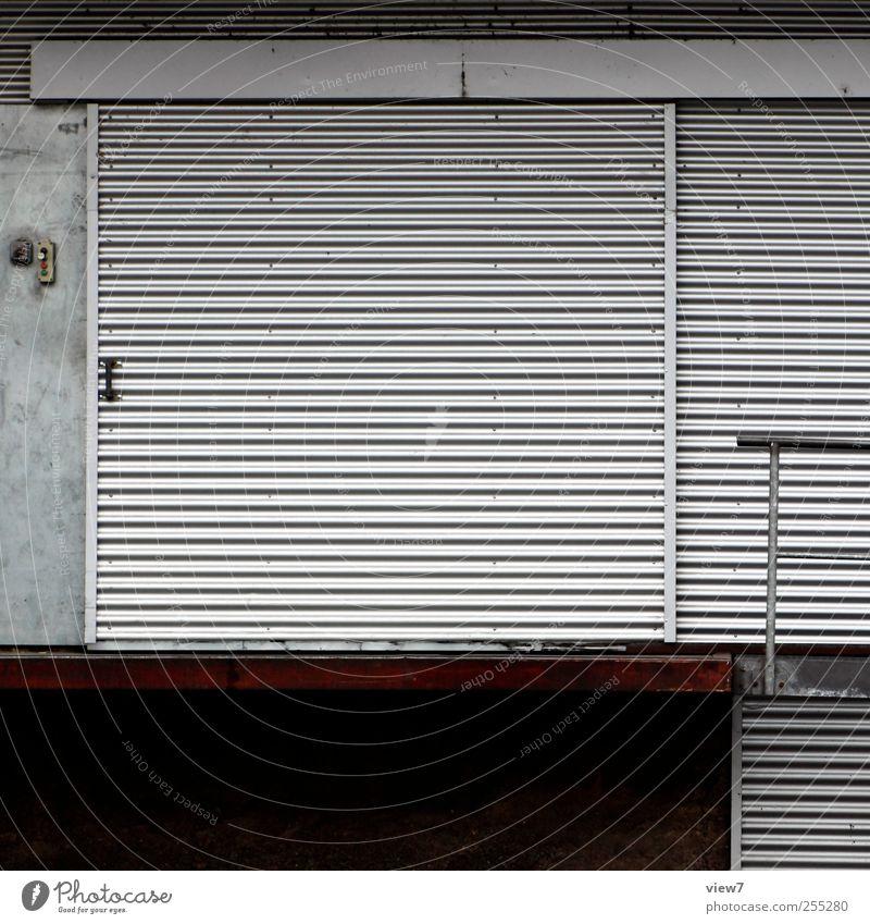 Lieferung alt Haus Wand Architektur grau Mauer Gebäude Metall Linie Fassade modern authentisch Streifen Güterverkehr & Logistik Bauwerk