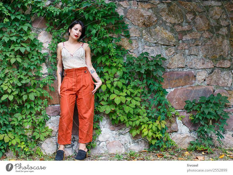 schönes tätowiertes Mädchen Lifestyle Stil Körper Sommer Garten Mensch feminin Frau Erwachsene 1 18-30 Jahre Jugendliche Natur Park Mode Unterwäsche Tattoo