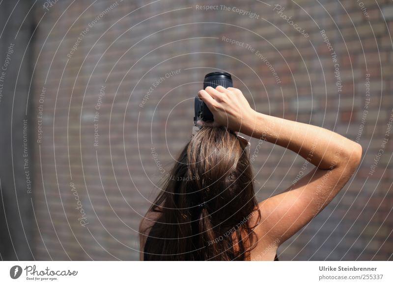 Für dich soll's bunte Bilder regnen Mensch feminin Junge Frau Jugendliche Erwachsene Leben Kopf Haare & Frisuren Arme Hand 1 18-30 Jahre Fotokamera Fotograf