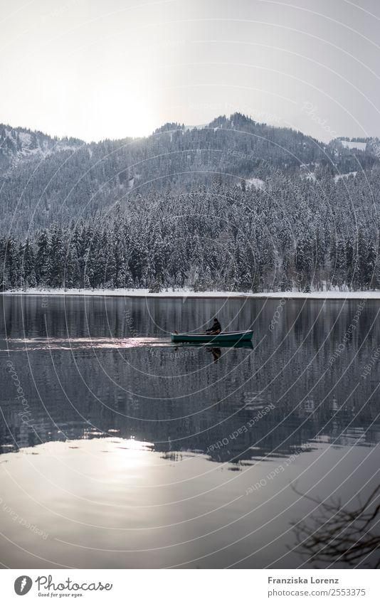 reflection Ausflug Winter Schnee Berge u. Gebirge 1 Mensch Natur Landschaft Wasser Himmel Wald Alpen Gipfel See Zufriedenheit Gedeckte Farben Außenaufnahme