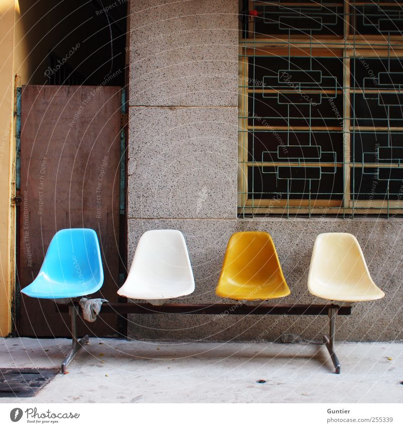 Für Dich solls bunte Bilder regnen!!! blau weiß schwarz Haus gelb Straße Holz grau braun warten Fassade Beton Autofenster Pause Bank Asien