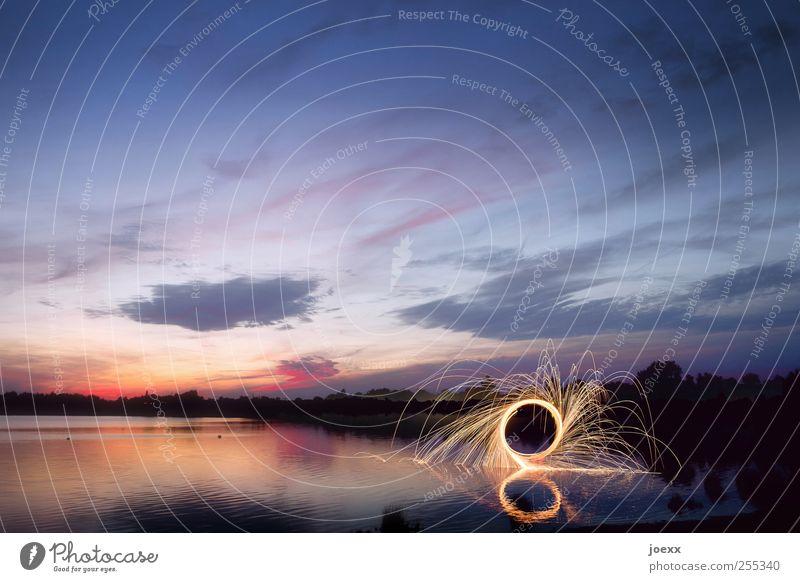Für Dich soll's bunte Bilder regnen Himmel Wasser blau rot Wolken schwarz gelb Landschaft Bewegung See Energie leuchten rund Seeufer Schönes Wetter Funken