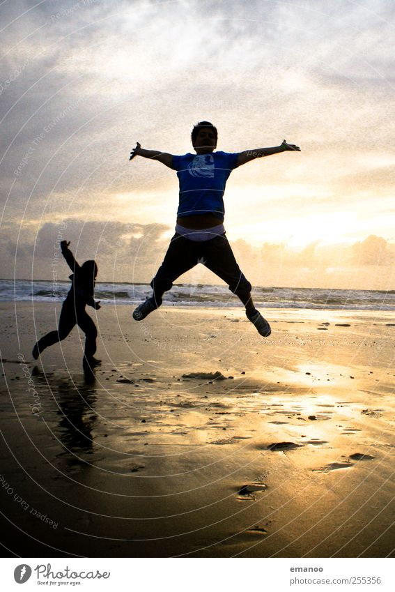 Für dich solls bunte Bilder regnen Mensch Frau Mann Jugendliche Ferien & Urlaub & Reisen Sonne Meer Sommer Strand Freude Erwachsene gelb Erholung Landschaft