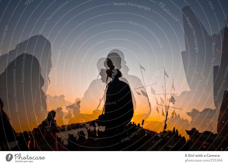 Für dich solls bunte Bilder regnen... Herbst Feste & Feiern Fahnenmast Mensch Silhouette mehrfarbig Außenaufnahme Textfreiraum oben Sonnenlicht Sonnenaufgang