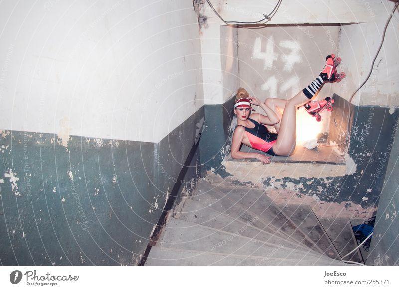4711 Lifestyle Nachtleben Feste & Feiern Frau Erwachsene Mauer Wand Treppe Mode Bikini Accessoire beobachten liegen dunkel trendy einzigartig kalt nerdig