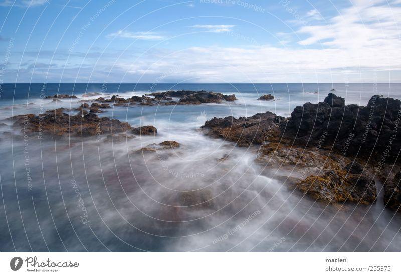 Strömungswechsel Landschaft Wasser Himmel Wolken Horizont Sommer Schönes Wetter Küste Meer Bewegung blau braun Einsamkeit Ewigkeit Felsen Klippe Farbfoto