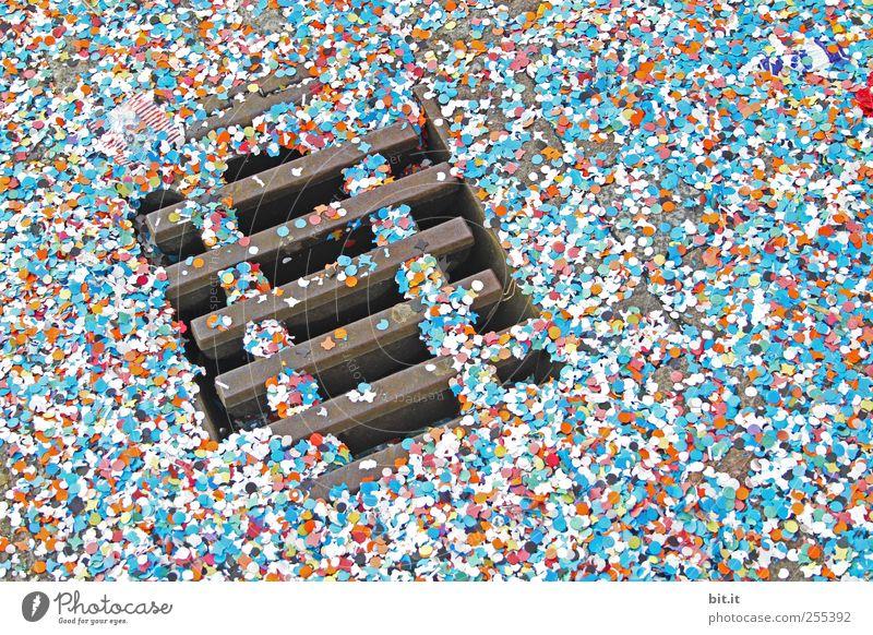 Für Dich soll's bunte Bilder regnen. Feste & Feiern Straße Wege & Pfade Metall rund trocken unten viele mehrfarbig Freude Fröhlichkeit Lebensfreude Begeisterung