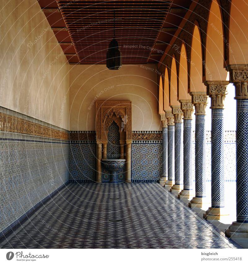 Pseudo-Andalusien Park Mauer Wand Säule Fliesen u. Kacheln Mosaik Bodenbelag Decke Brunnen Waschbecken blau braun Ferne ruhig Spanien Farbfoto Außenaufnahme