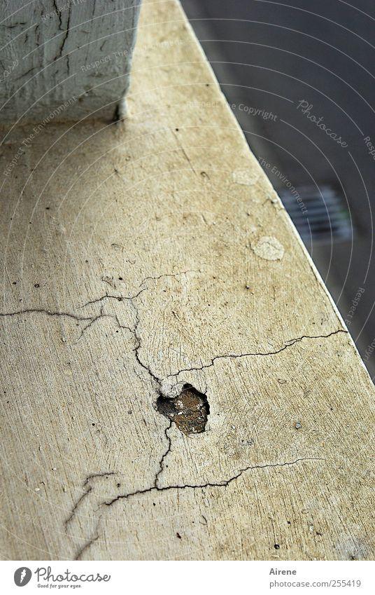 Für dich soll's lauter Herzen regnen! alt weiß Haus Straße dunkel Fenster Wand oben grau Mauer Stein Linie Beton gefährlich kaputt Häusliches Leben