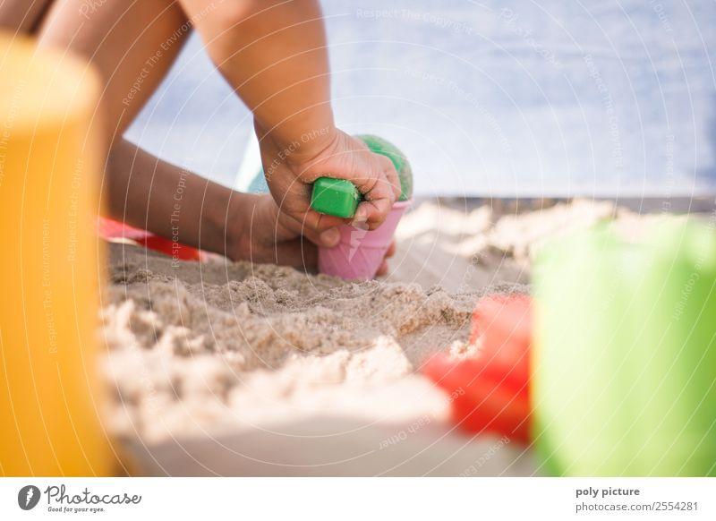 Kind spielt am Strand Ferien & Urlaub & Reisen Jugendliche Sommer Sonne Hand Meer Ferne Gesundheit Leben Herbst Frühling Tourismus Spielen Freiheit Ausflug