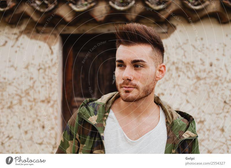 Attraktiver Typ Lifestyle Stil Haus Mensch Junge Mann Erwachsene Mode Jacke Vollbart alt Coolness Erotik trendy modern stark schwarz jung gutaussehend urban