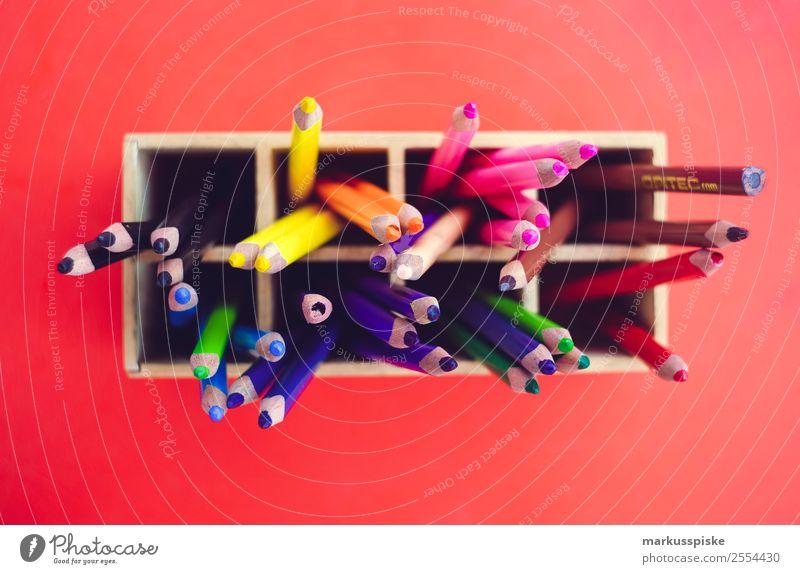 Buntstifte Box Schule Schreibtisch Lifestyle Freizeit & Hobby Haus Kindererziehung Bildung Erwachsenenbildung Kindergarten lernen Klassenraum Schulkind Schüler