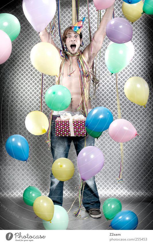 für dich solls bunte bilder regnen Mensch Jugendliche Freude Erwachsene Glück Stil Feste & Feiern Geburtstag maskulin Fröhlichkeit Erfolg ästhetisch verrückt stehen Lifestyle Geschenk
