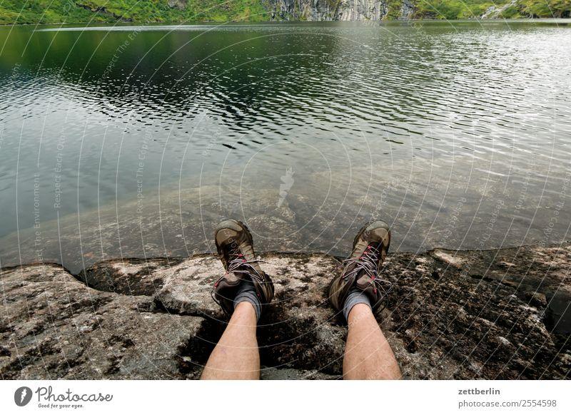 Treildalsvatnet - 4600 Fotos Natur Ferien & Urlaub & Reisen Wasser Landschaft Reisefotografie Beine Küste Fuß Textfreiraum Felsen wandern Europa Pause Seeufer