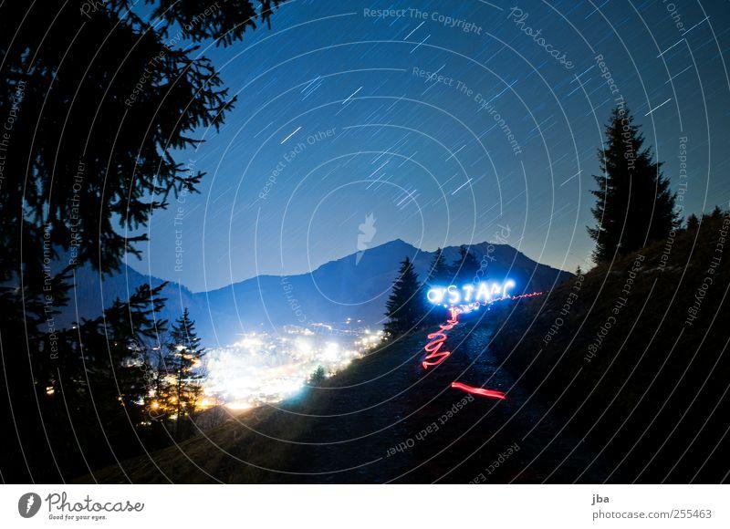 ein Lichtfleck sollst du sein! Himmel blau Baum rot Winter Umwelt Landschaft Berge u. Gebirge Bewegung Wege & Pfade Horizont elegant wandern Stern Tourismus