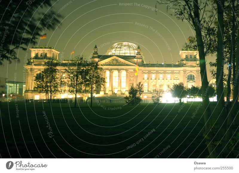 Für dich solls bunte Bilder regnen Himmel Fenster Berlin Architektur Gebäude Deutschland Tür Fassade Treppe Macht Dach Gewalt Konflikt & Streit Säule