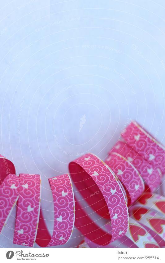 Durch euch sollen sich viele Herzen kringeln blau Freude Feste & Feiern Wohnung Hintergrundbild rosa Herz Geburtstag Fröhlichkeit Papier Dekoration & Verzierung Lifestyle rund Schnur Kitsch Karneval