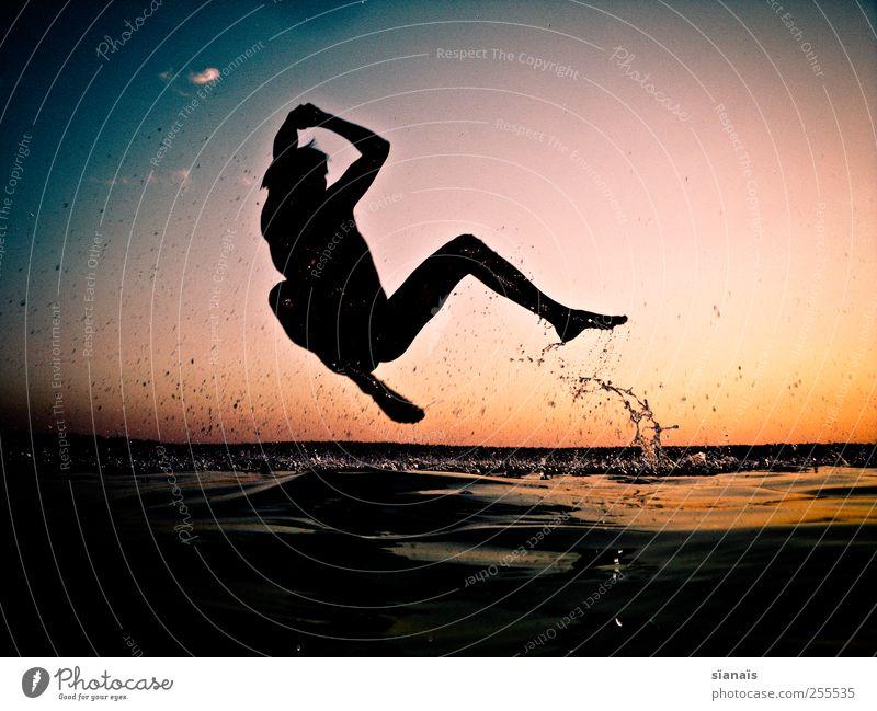 für dich soll`s nacket fotografen regnen Mensch Mann Wasser Sommer Freude Erwachsene Leben Spielen springen See Horizont Schwimmen & Baden Freizeit & Hobby