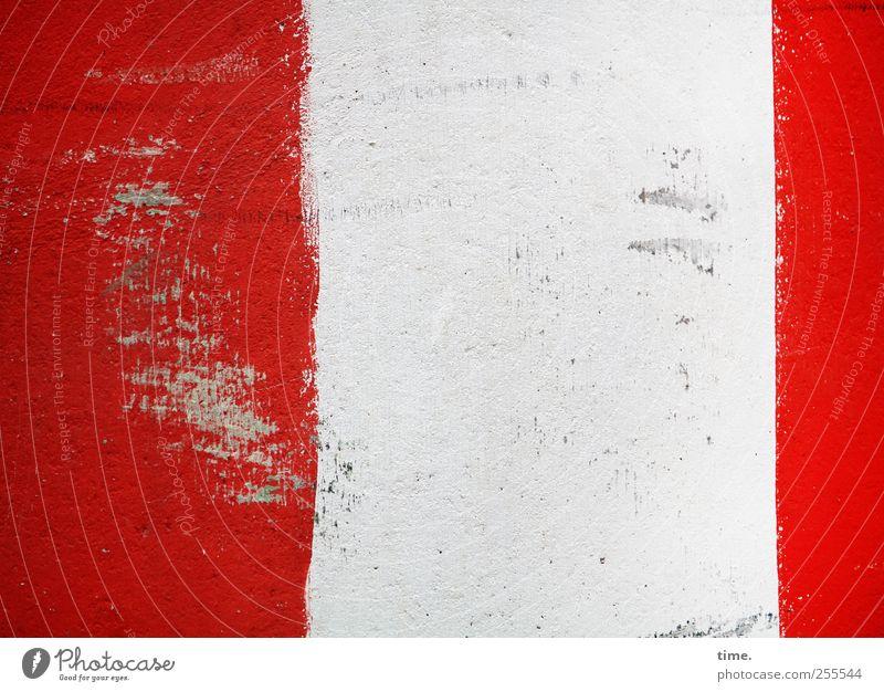 alle gut nach Hause gekommen von der Multi? :) Stein Beton Linie rot weiß Warnhinweis Hinweis Kratzer Schramme Barriere Warnfarbe Kratzspur Abnutzung schäbig