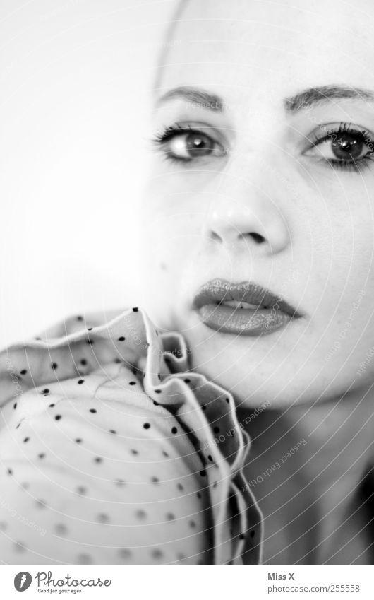 langsam angekommen Mensch Junge Frau Jugendliche Erwachsene Gesicht Mund 1 18-30 Jahre schön Stolz Gedeckte Farben Nahaufnahme High Key Schwache Tiefenschärfe