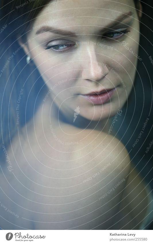 Schulterblick Mensch Frau Jugendliche blau schön ruhig Erwachsene Gesicht feminin Traurigkeit Denken träumen rosa 18-30 Jahre Haut ästhetisch