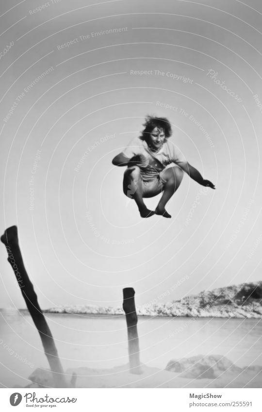 Jump into the sky Mensch maskulin Junger Mann Jugendliche 1 18-30 Jahre Erwachsene Natur Landschaft Himmel Sommer Schönes Wetter Küste Meer Insel überbevölkert