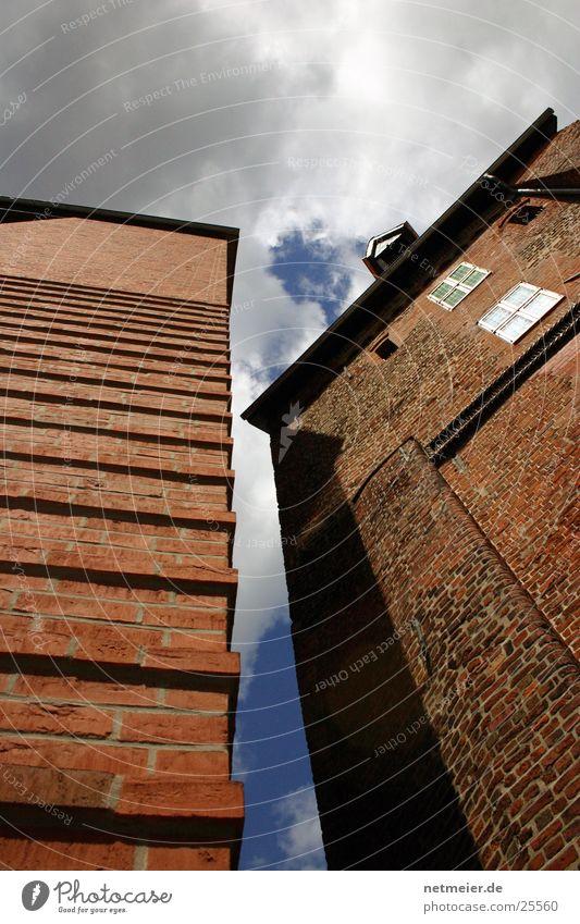 Lüneburger Mühle Heide Wasserturm Wassermühle historisch Gebäude Wolken Europa Himmel Sonne Blauer Himmel Architektur