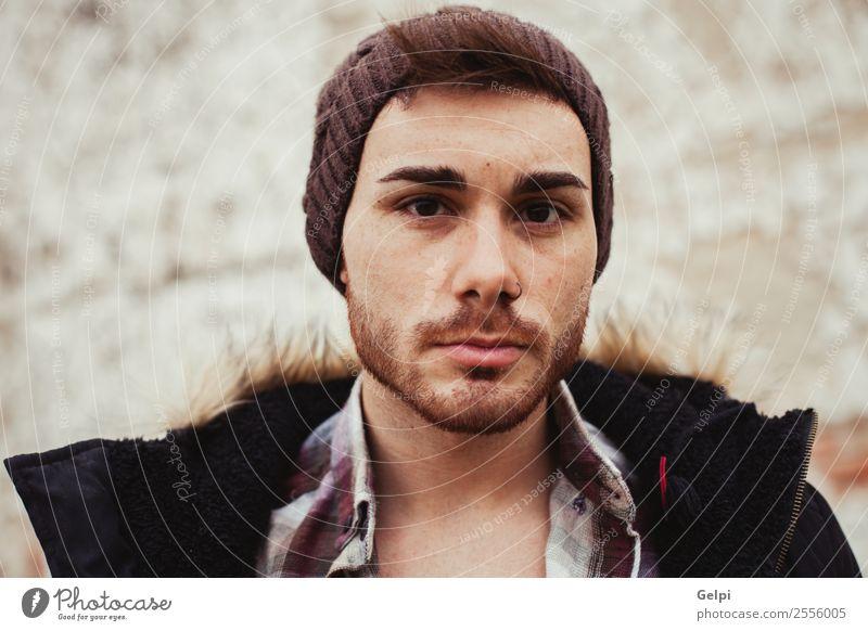 Attraktiver Kerl Lifestyle Stil Haus Mensch Junge Mann Erwachsene Wärme Mode Piercing Hut Vollbart alt Coolness Erotik trendy modern stark schwarz Typ jung