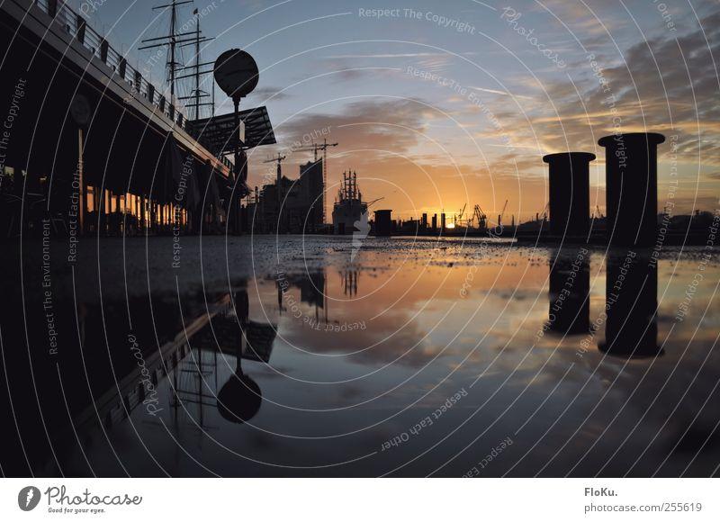 in Hamburg geht die Sonne auf Himmel Wasser blau Stadt Sonne schwarz Farbe Stimmung glänzend nass Hamburg Hafen fantastisch Schönes Wetter Lebensfreude Stadtzentrum