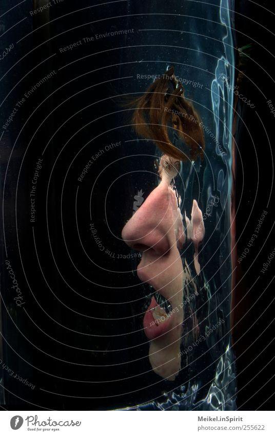 Mit dem Kopf durch die Wand Mensch maskulin Junger Mann Jugendliche Erwachsene Gesicht 1 18-30 Jahre Wasser Schwimmen & Baden tauchen dunkel Flüssigkeit nass