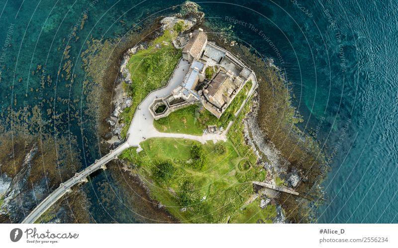 Eilean Donan Castle im Loch Duich Schottland Ferien & Urlaub & Reisen Architektur Natur Landschaft Urelemente Wasser Park Insel dornie Europa Burg oder Schloss