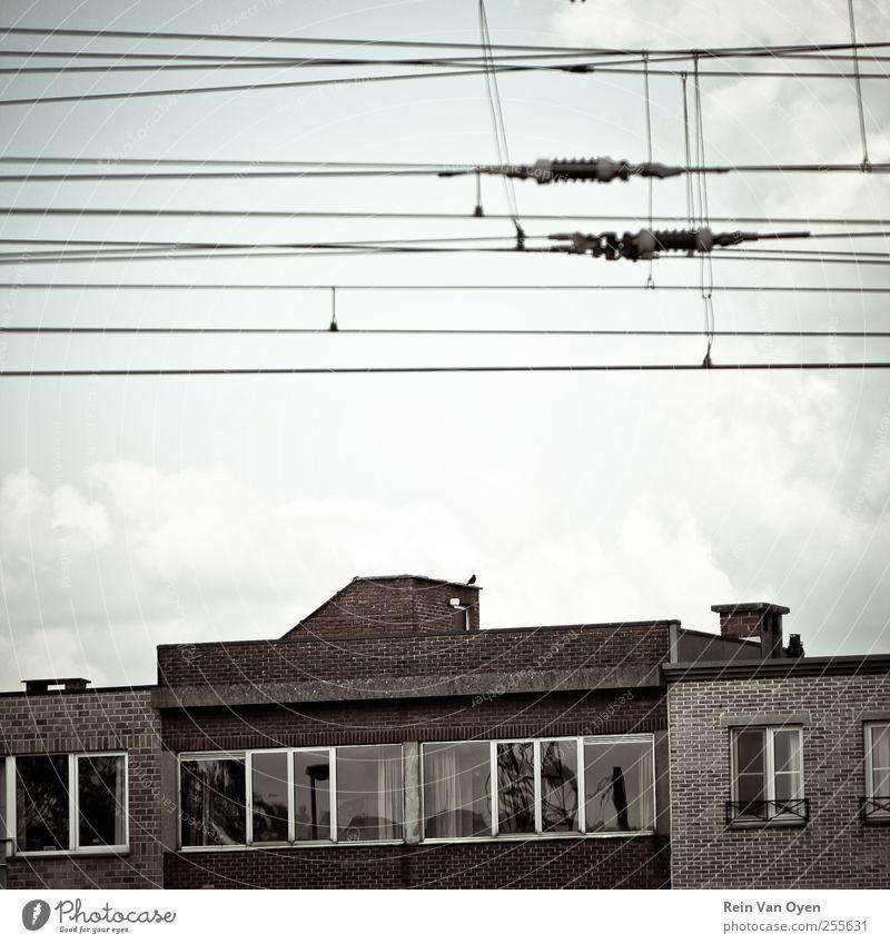 Himmel Wolken Einsamkeit Haus Fenster Traurigkeit Linie braun Kabel Industrie Dorf Skyline Stadtzentrum industriell Altstadt Stadtrand