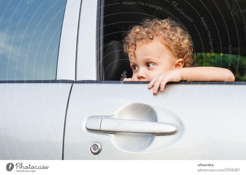 trauriger kleiner Junge Gesicht Ferien & Urlaub & Reisen Sommer Kind Mensch Baby Mann Erwachsene Familie & Verwandtschaft Kindheit Hand Verkehr PKW Traurigkeit