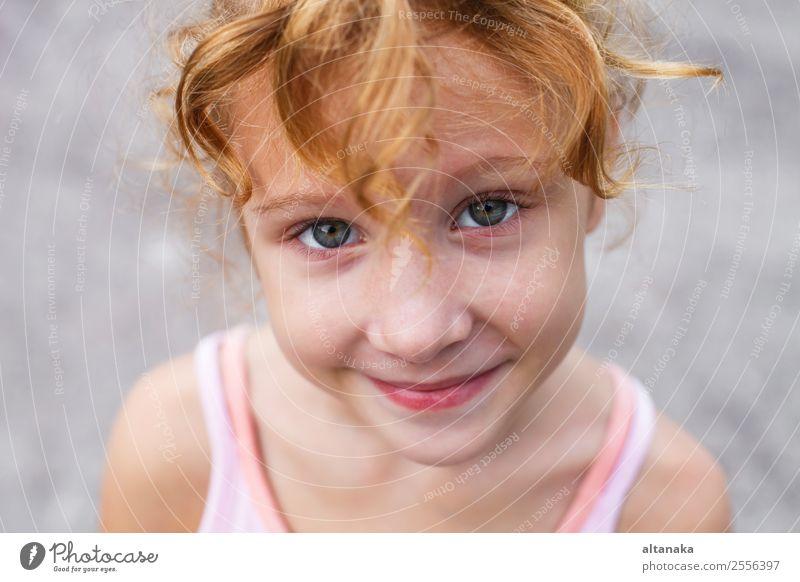 lächelndes Mädchen Freude Glück schön Gesicht Sommer Kind Mensch Familie & Verwandtschaft Kindheit Lächeln lachen Fröhlichkeit gut klein lustig niedlich weiß