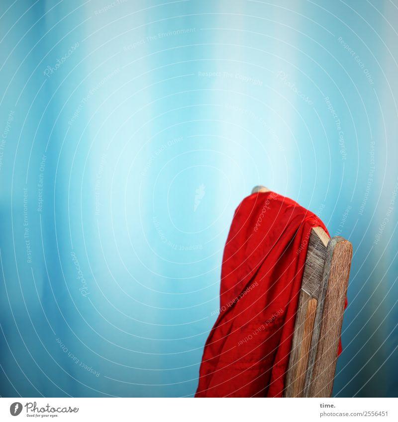 red dress resting blau rot Erholung ruhig Gefühle Zeit Stimmung elegant Ordnung ästhetisch Vergänglichkeit Warmherzigkeit Wandel & Veränderung Pause Neugier