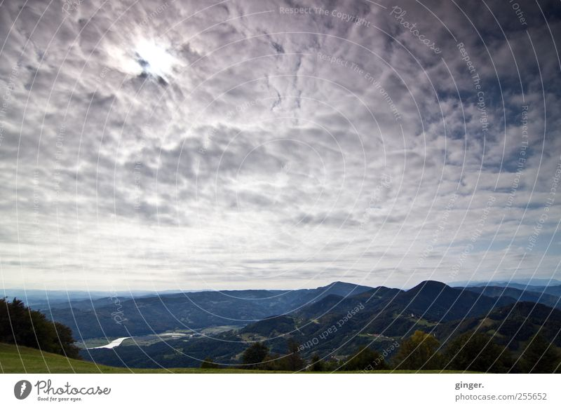 Die Sonne wird durch die Wolken brechen Himmel Natur Sommer Wald Umwelt Landschaft oben Berge u. Gebirge Luft Wetter Horizont hoch Klima Fluss