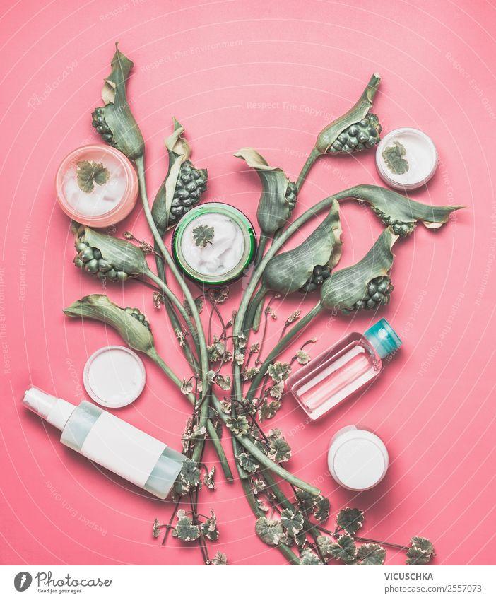 Natur Kosmetik Produkte Flaschen Creme mit Blumen kaufen Stil Design schön Körperpflege Haut Gesicht Gesundheit Wellness Spa Schreibtisch Pflanze Mode
