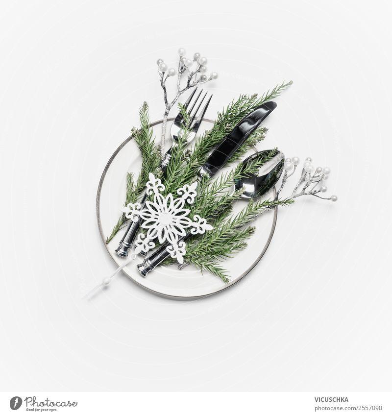 Weihnachtstisch gedeckten mit Tannenzweige und Schneeflöckchen Weihnachten & Advent Winter Hintergrundbild Innenarchitektur Stil Feste & Feiern Design