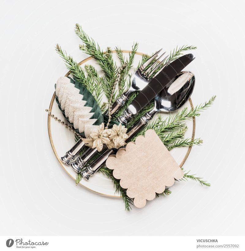 Weihnachtstisch gedeckten. Teller mit Besteck und Dekoration Geschirr Stil Design Winter Innenarchitektur Feste & Feiern Weihnachten & Advent