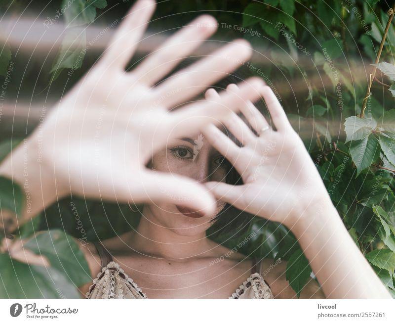 Dame im Unterholz Lifestyle Stil schön Sommer Garten Mensch feminin Frau Erwachsene Kopf Arme Hand 1 18-30 Jahre Jugendliche Natur Park Mode Unterwäsche Tattoo