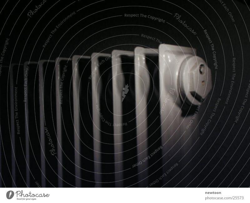 Heizung Physik Makroaufnahme Nahaufnahme Heizkörper Schwarzweißfoto Wärme klat Schatten alt
