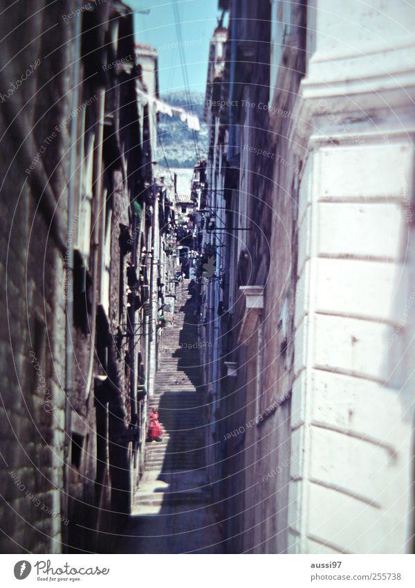 Streets of your town Unschärfe eng Gasse Italien Altstadt Ferien & Urlaub & Reisen Dame Besichtigung Kleid Spaziergang