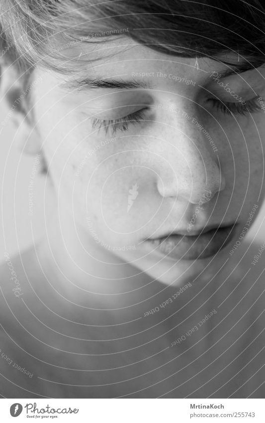 video games. Mensch feminin Junge Frau Jugendliche Erwachsene Haut Kopf Haare & Frisuren Gesicht Nase Mund 1 18-30 Jahre Traurigkeit Müdigkeit Schmerz Sehnsucht