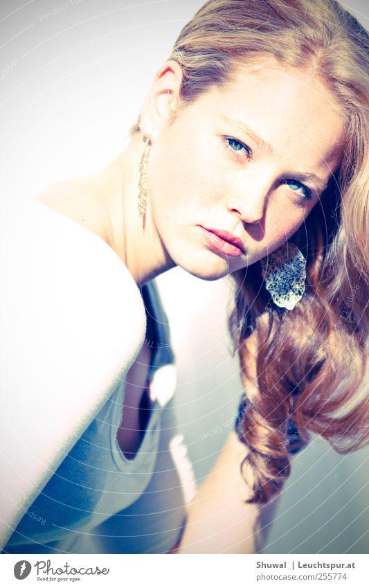 passe, passe, passera, la dernière restera elegant Stil schön feminin Junge Frau Jugendliche 1 Mensch 18-30 Jahre Erwachsene Accessoire Schmuck Ohrringe