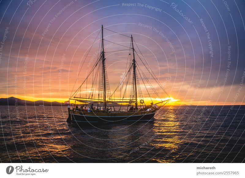 Segelboot im Sonnenuntergang Ferien & Urlaub & Reisen Tourismus Ausflug Abenteuer Ferne Freiheit Sommerurlaub Umwelt Wolken Horizont Klima Schönes Wetter Wellen