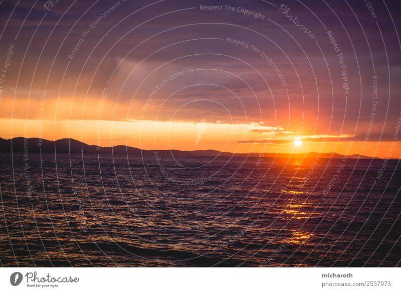 Dramatischer Sonnenuntergang Ferien & Urlaub & Reisen Natur Sommer rot Meer Wolken Ferne Leben Umwelt Freiheit Ausflug Zufriedenheit Wellen Aussicht Kraft Insel