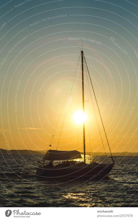 Segelboot in der Sonne Lifestyle Freude Glück Gesundheit Zufriedenheit Erholung Ferien & Urlaub & Reisen Tourismus Ausflug Abenteuer Ferne Freiheit Kreuzfahrt