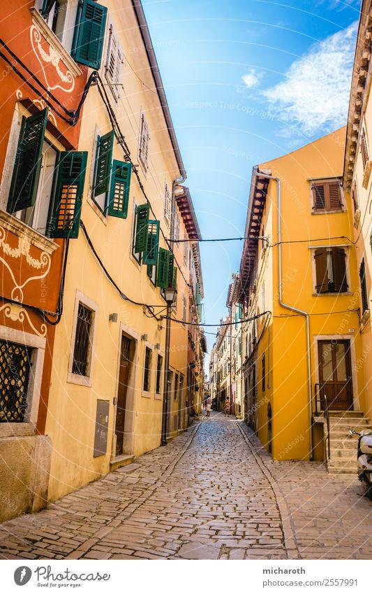 Häuser in Rovinj Ferien & Urlaub & Reisen Tourismus Ausflug Sightseeing Städtereise Sommer Sommerurlaub Schönes Wetter Kroatien Europa Dorf Fischerdorf Altstadt