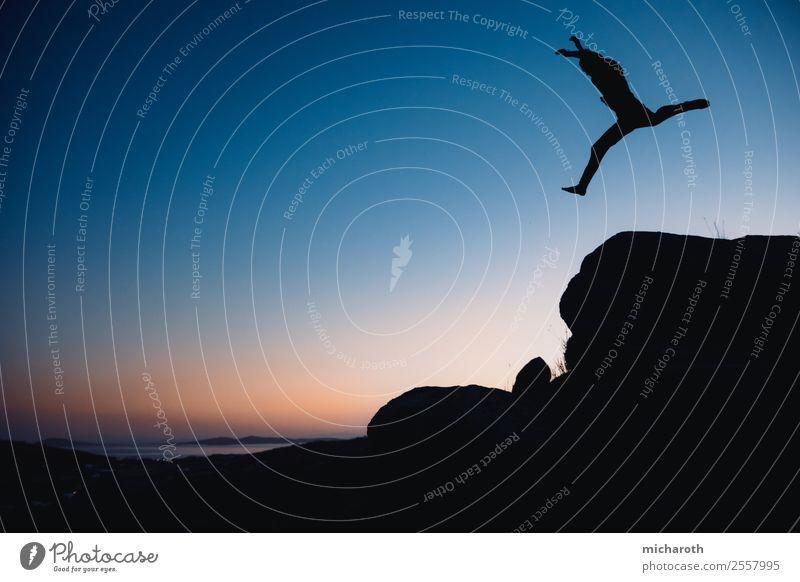 Jump Ferien & Urlaub & Reisen Tourismus Abenteuer Freiheit Sommer Sommerurlaub Insel Tanzen springen blau gelb orange Freude Lebensfreude Begeisterung Euphorie