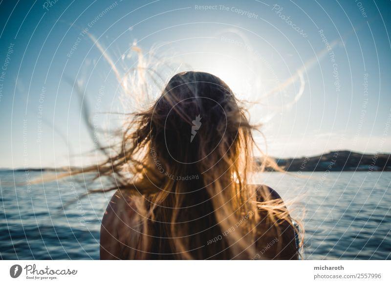 Wind in den Haaren Lifestyle Gesundheit harmonisch Wohlgefühl Ferien & Urlaub & Reisen Tourismus Ausflug Abenteuer Freiheit Kreuzfahrt Sommerurlaub Junge Frau